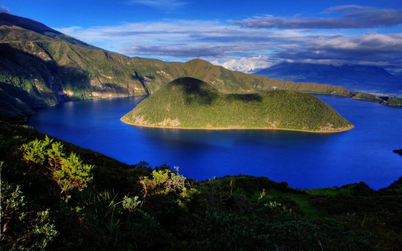 Ecuador_Laguna_de_Cuicocha_Galapagos